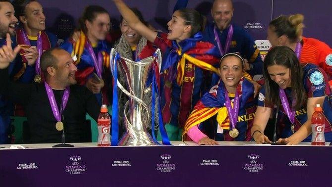 """Celebració a Canaletes i """"sense"""" ratafia a la roda de premsa del Barça"""