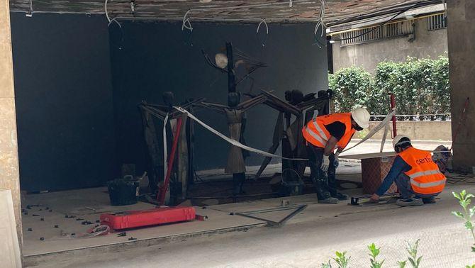 Els Mossos investiguen la destrucció d'un mural de Guinovart en un edifici privat