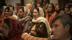 Membres del govern, activistes i diplomàtiques en la presentació d'un pla contra la violència de gènere a Kabul