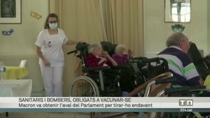 Sanitaris i bombers, obligats a vacunar-se a França