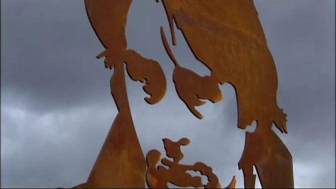 Alcoi recorda Ovidi Montllor amb una escultura, una placa a casa seva i un passeig