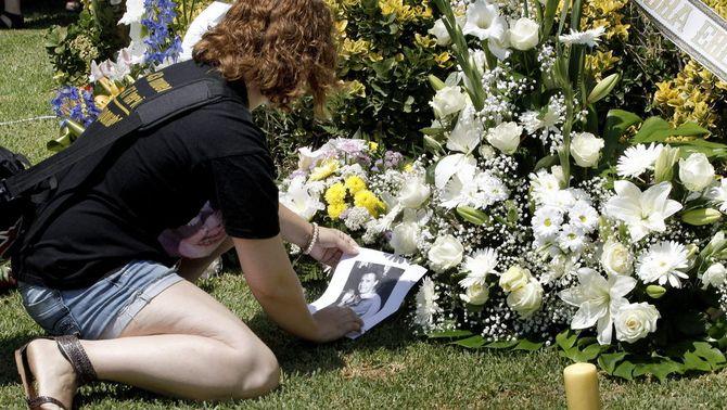 Els familiars recorden les 43 víctimes de l'accident del metro de València. (Foto: EFE)