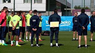 Minut de silenci en l'entrenament del Barça
