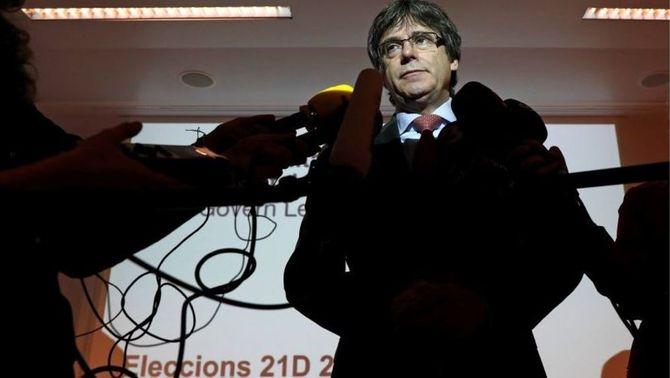 Carles Puigdemont davant la premsa (Der Spiegel)