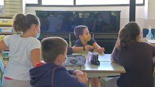 Barreja d'alumnes per nivells, aprofitament d'espais i especialistes convertits en tutors