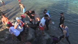 Arribada massiva de migrants a Ceuta