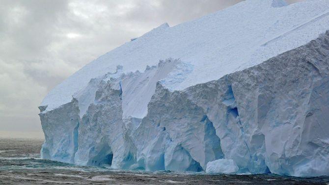 Es desprèn de l'Antàrtida l'iceberg més gran del món, amb una superfície com Mallorca