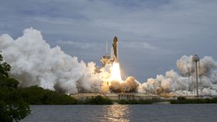 Deu anys de l'últim vol dels transbordadors, clau per construir l'estació espacial