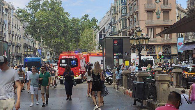 Mossos, Bombers i equips del SEM a la Rambla de Barcelona