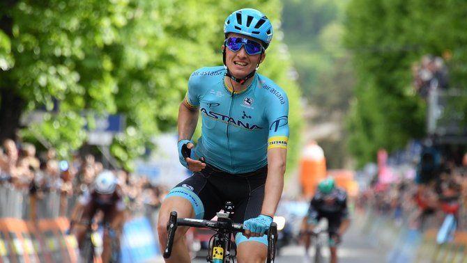 """Pello Bilbao guanya en solitari la setena etapa del Giro i Valerio Conti manté la """"maglia"""" rosa"""