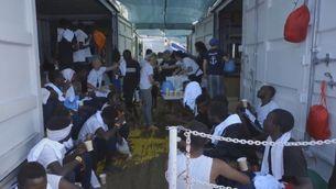 El vaixell de salvament porta 356 migrants rescatats a bord