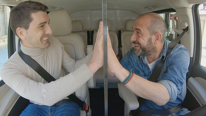 """Oriol Mitjà amb Eloi Vila, al programa """"Al cotxe!""""."""