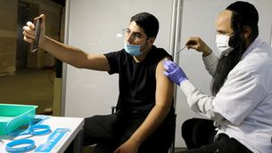 Les vacunes frenen les variants britànica, sud-africana i brasilera, segons nous estudis