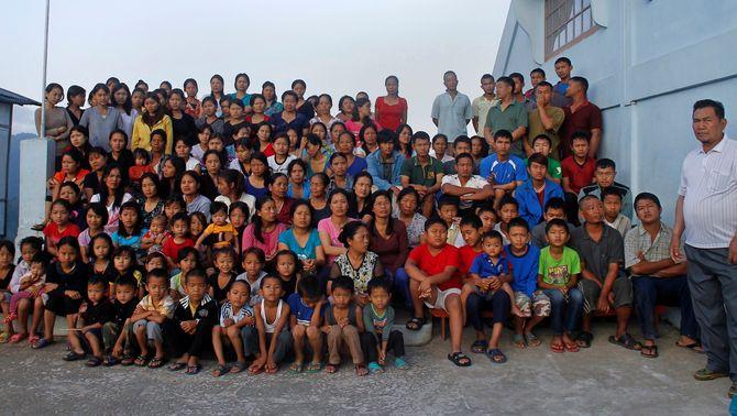 Foto de la família gegant del cap de la secta índia