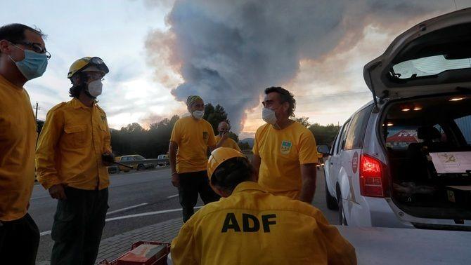 Diversos ADF es preparen en una zona propera al foc de Santa Coloma de Queralt