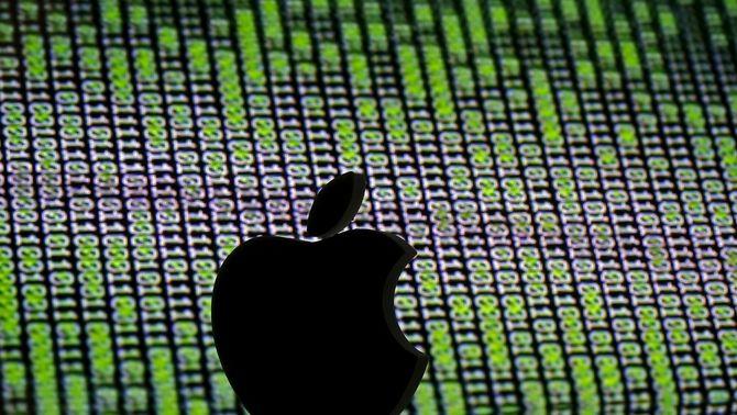 El logotip d'Apple enmig dels números d'un codi cibernètic