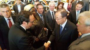 El conseller de Territori i Sostenibilitat, Josep Rull, saluda el secretari general de l'ONU, Ban Ki-moon (ACN)