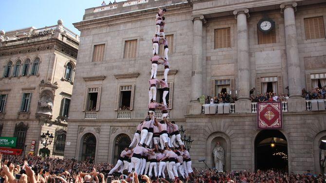 Barcelona viu el seu primer castell de 10 de la mà dels Minyons