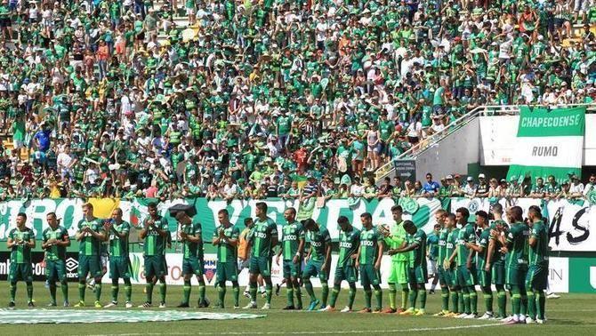 Douglas Grolli marca el primer gol del Chapecoense després de la tragèdia aèria (2-2)