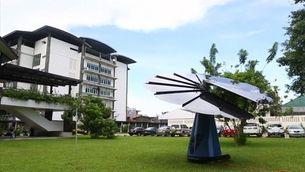 Un gira-sol artificial per produir energia solar