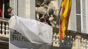 La Generalitat retira del balcó la pancarta per la llibertat dels presos