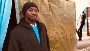 Ndiangang, enginyer refugiat del Camerun al camp de Samos
