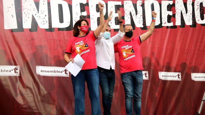 La presidenta de l'ANC, Elisenda Paluzie, el president d'Òmnium, Jordi Cuixart, i el president de l'AMI, Jordi Gaseni