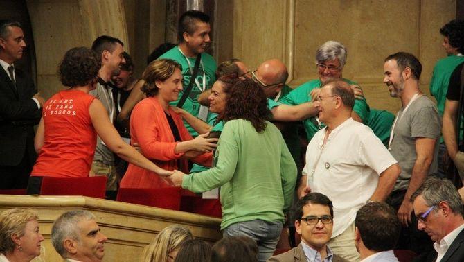 El Parlament aprova per unanimitat la ILP per reduir desnonaments i talls de subministraments bàsics