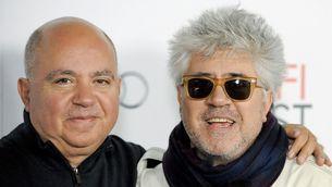 Agustín i Pedro Almodóvar, en un acte a Los Angeles el 2011 (Reuters)