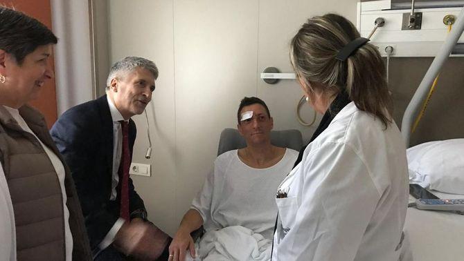 Fernando Grande-Marlaska visita els policies ferits als disturbis de Barcelona