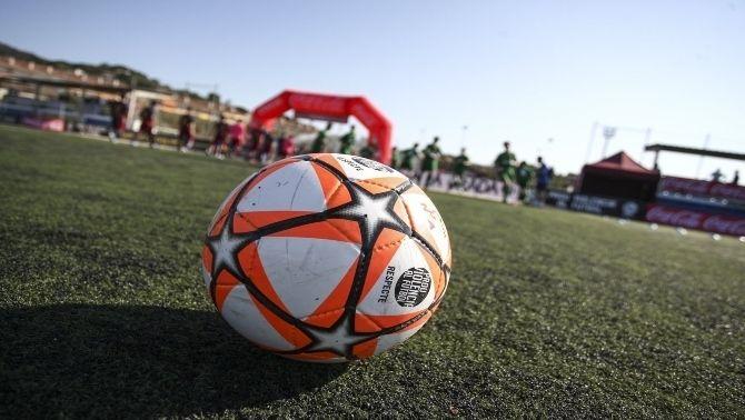 La Federació Catalana de Futbol es reunirà amb els clubs per decidir què fan amb les competicions