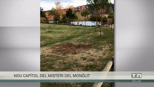 El misteri segueix perseguint el monòlit que va aparèixer a Platja d'Aro