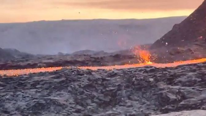 Un dimoniet de foc al volcà d'Islàndia
