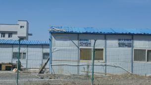 Els camps de Xinjiang tenen torretes i murs defensius, tot i que la Xina diu que són centres d'educació