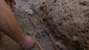 Les obres de la muralla islàmica de València deixen al descobert tombes de nens del segle XIII