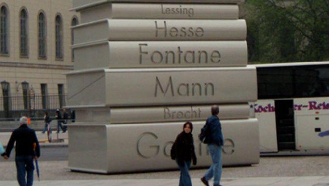 La plaça on els nazis van fer la crema de llibres a Berlin, la Babelplatz (Foto: Wikivoyage WTS)