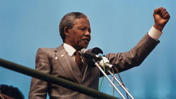 Mandela, en un discurs a Port Elizabeth, l'abril del 1990, poc després de sortir de la presó. (Foto: Reuters)