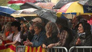 A la tarda, unes dues-centes persones s'han concentrat sota la pluja al davant del Palau de Justícia (ACN)