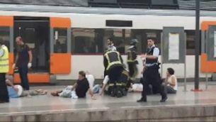 Primeres imatges de l'accident d'un tren a l'estació de França