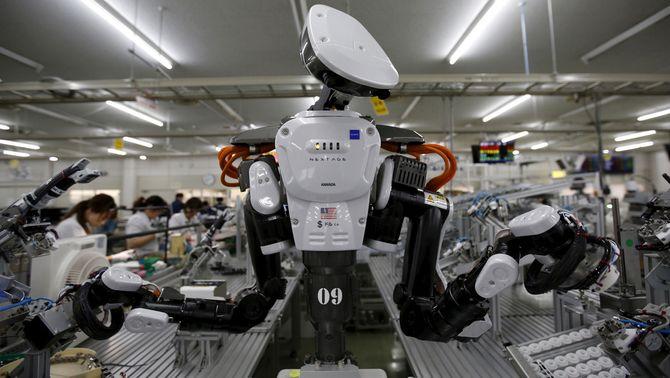 La substitució de treballadors per robots s'accelera: el 2025 faran la meitat de la feina