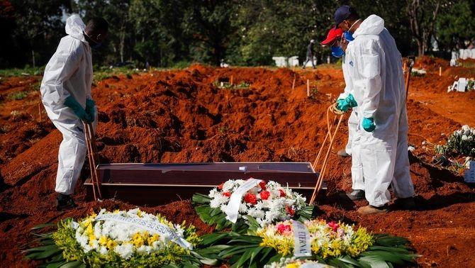 El Brasil i l'Índia, sense oxigen ni sedants per tractar la Covid als hospitals