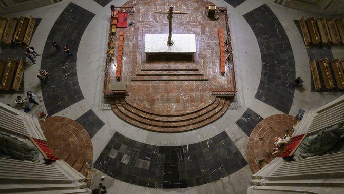 L'interior del Valle de los Caídos, ja sense la tomba de Franco