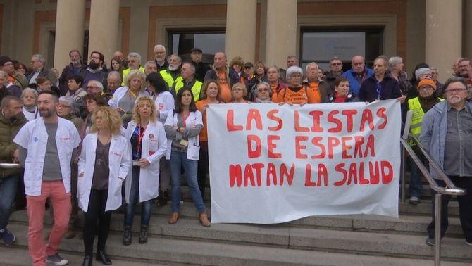 Protestes als hospitals públics contra les llistes d'espera