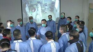 El primer ministre xinès dirigeix el dispositiu contra el coronavirus a Wuhan