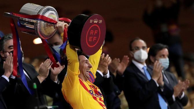 """Messi: """"És especial haver aixecat la primera Copa com a capità"""""""