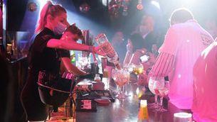 Activitat a l'interior d'un bar musicar durant l'assaig clínic per a l'obertura de l'oci nocturn, el 20 de maig de 2021