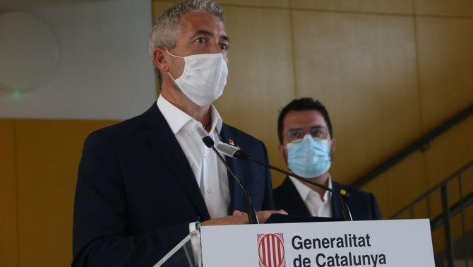El conseller d'Educació, Josep González Cambray, en primer terme. Imatge publicada aquest 25 d'agost del 2021. (Horitzontal)