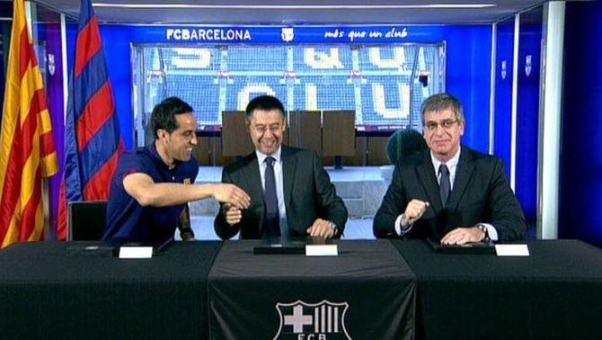El xilè Claudio Bravo firma per quatre temporades com a nou porter del Barça i portarà el dorsal 13