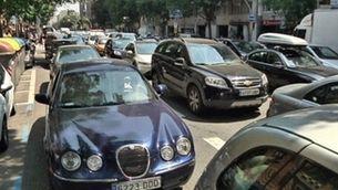 Matí amb trànsit col·lapsat al voltant del Camp Nou