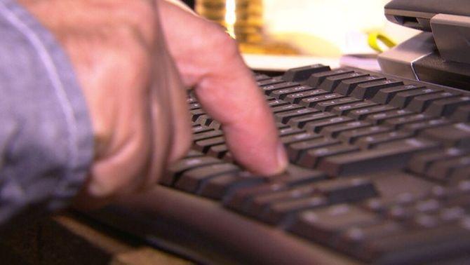 Escriptors jubilats denuncien no poder compatibilitzar la pensió amb els drets d'autor que superin el salari mínim interprofessional